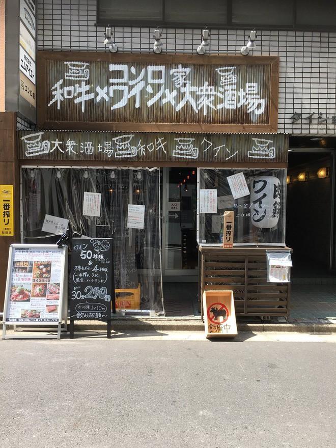 Nhà hàng Nhật dựng biển: Khách hàng không phải thượng đế, nhân viên không phải nô lệ, dân mạng đồng loạt tán thưởng - Ảnh 2.
