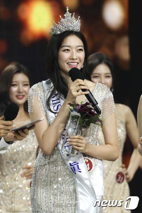 Loạt Hoa hậu châu Á xấu đi vào lịch sử: Người đôi mươi mà trông như bà cô U50, kẻ bị chê nhan sắc đáng sợ đến mức kinh dị - Ảnh 2.