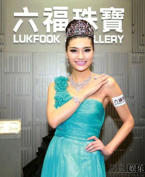 Loạt Hoa hậu châu Á xấu đi vào lịch sử: Người đôi mươi mà trông như bà cô U50, kẻ bị chê nhan sắc đáng sợ đến mức kinh dị - Ảnh 17.