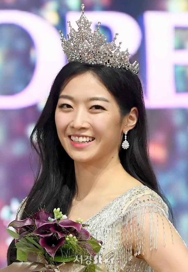 Loạt Hoa hậu châu Á xấu đi vào lịch sử: Người đôi mươi mà trông như bà cô U50, kẻ bị chê nhan sắc đáng sợ đến mức kinh dị - Ảnh 3.