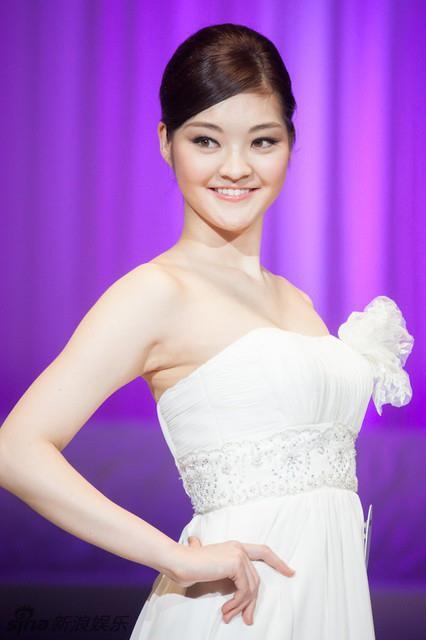 Loạt Hoa hậu châu Á xấu đi vào lịch sử: Người đôi mươi mà trông như bà cô U50, kẻ bị chê nhan sắc đáng sợ đến mức kinh dị - Ảnh 23.