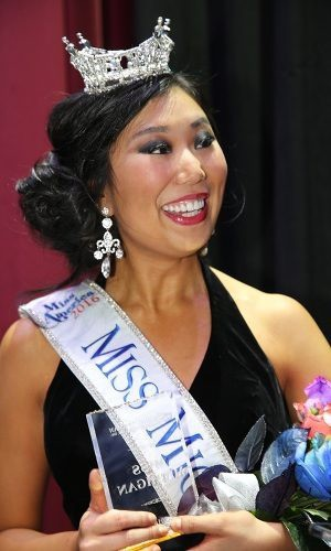 Loạt Hoa hậu châu Á xấu đi vào lịch sử: Người đôi mươi mà trông như bà cô U50, kẻ bị chê nhan sắc đáng sợ đến mức kinh dị - Ảnh 10.