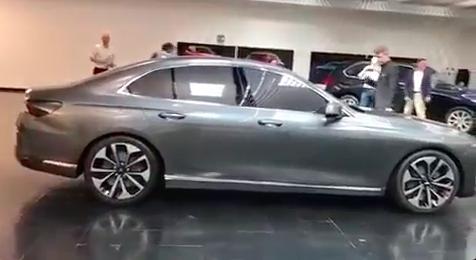 CEO VinFast bất ngờ tiết lộ trên báo Mỹ: Sedan dài như thương hiệu Audi A6, SUV to lớn như BMW X5 - Ảnh 1.