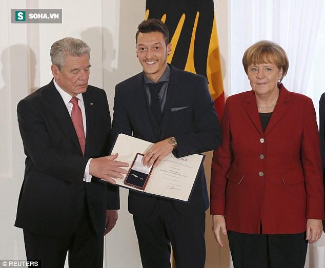 Thủ tướng Đức gây bất ngờ với tuyên bố sau tâm thư đầy cay đắng của Mesut Ozil - Ảnh 1.