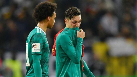 Leroy Sane lần đầu trải lòng về việc bị loại khỏi World Cup 2018 và quyết định giã từ ĐTQG của Ozil - Ảnh 1.