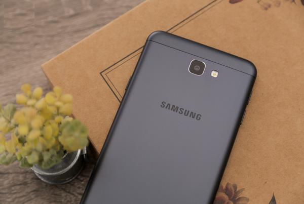 Galaxy J8 - quyết tâm giữ vững ngôi vương phân khúc tầm trung của Samsung - Ảnh 1.