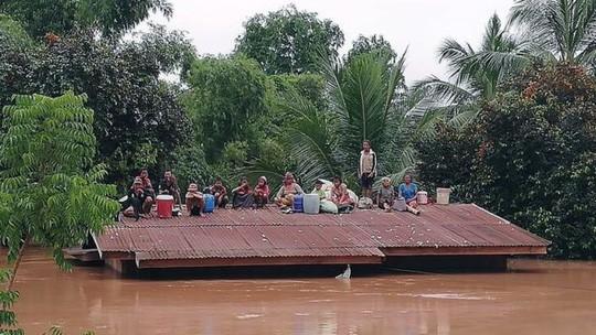 Vỡ đập thủy điện ở Lào: Trực thăng và thuyền chạy đua cứu nạn - Ảnh 3.