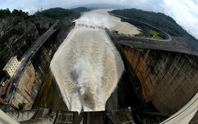 Những chuyện chưa từng biết đằng sau đập thủy điện Hòa Bình và Sơn La - Ảnh 7.
