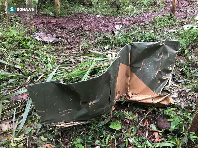 Hiện trường máy bay Su-22 rơi ở Nghệ An trên đỉnh núi Làng Dừa - Ảnh 7.