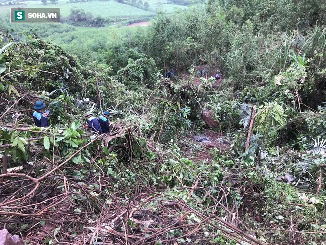 Hiện trường máy bay Su-22 rơi ở Nghệ An trên đỉnh núi Làng Dừa - Ảnh 12.