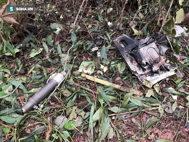 Hiện trường máy bay Su-22 rơi ở Nghệ An trên đỉnh núi Làng Dừa - Ảnh 14.