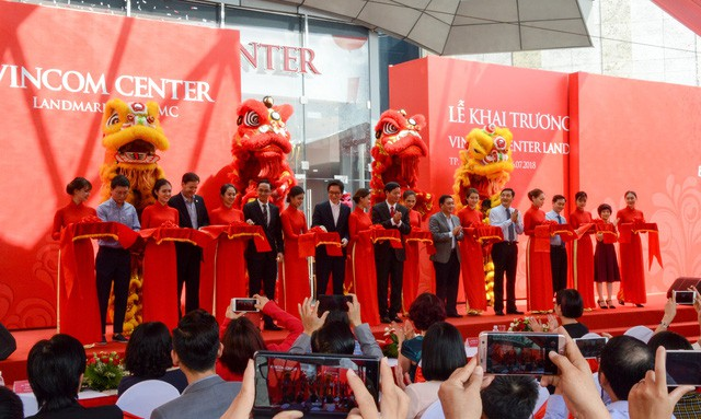 Khai trương Vincom Center Landmark 81 tại tòa nhà cao nhất Việt Nam - Ảnh 11.