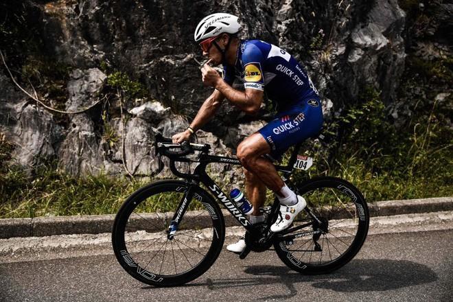 Tay đua người Bỉ rơi xuống vực phải chia tay Tour de France 2018 - Ảnh 4.