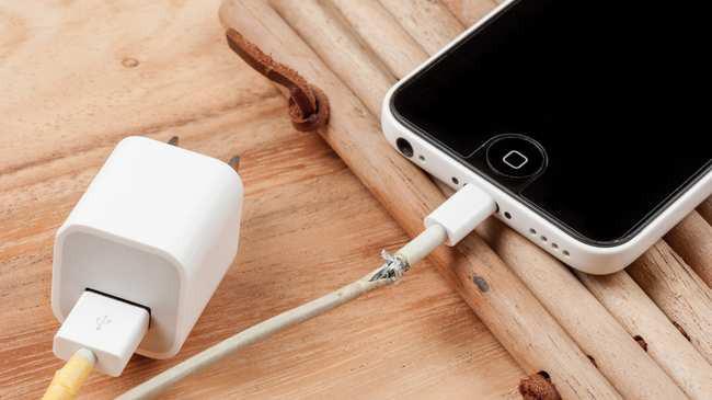 Đây là lý do vì sao iPhone cấm kỵ dùng sạc rẻ tiền, nếu không sẽ hỏng cả sạc lẫn máy - Ảnh 1.