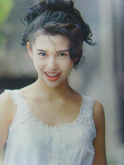 Thời thế đổi thay, nhưng vẻ đẹp của các ngọc nữ điện ảnh Hong Kong thập niên 80 - 90 vẫn xứng danh tường thành nhan sắc - Ảnh 10.