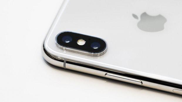 Vì sao một số dòng iPhone có dải nhựa xấu xí chạy ngang mặt lưng? - Ảnh 2.
