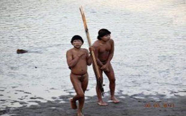 Cận cảnh cuộc sống trong rừng Amazon của các bộ lạc biệt lập với thế giới hiện đại - Ảnh 3.