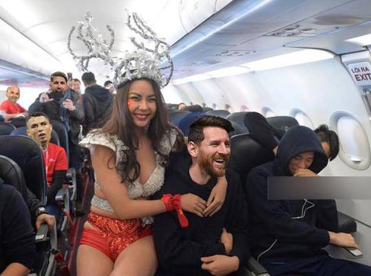 Không lên xe về cùng Ronaldo và Messi, Neymar ở lại Nga giật tượng vàng Oscar - Ảnh 5.
