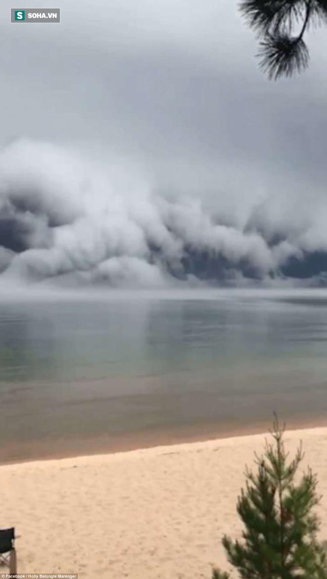 Cảnh tượng mây sóng thần khổng lồ làm giảm 11 độ C ở Michigan là gì? - Ảnh 2.