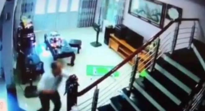Nghi phạm cầm dao chém 3 người ở Hà Nội là Trưởng phòng Y tế Trung tâm cai nghiện - Ảnh 1.