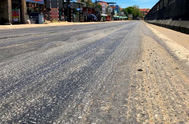 Hãi hùng cảnh đường luống khoai, ô tô đi nổi bánh trên con đường nghìn tỷ - Ảnh 5.
