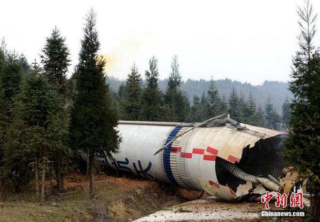 Tên lửa đẩy của Trung Quốc phát nổ và rơi gần một ngôi làng có người sinh sống sau khi phóng vệ tinh - Ảnh 2.