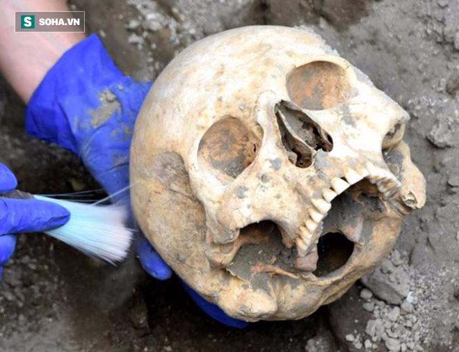 Nạn nhân bị tảng đá nặng 300kg đè gãy sọ: Sự thật cái chết sau gần 2000 năm mới sáng tỏ! - Ảnh 2.