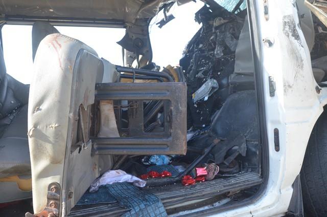 Tai nạn giao thông ở Quảng Nam: Bên trong chiếc xe khách hư hỏng toàn bộ.