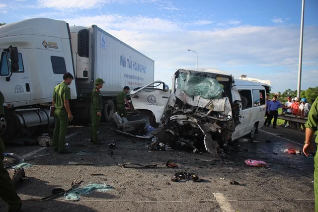 Hiện trường kinh hoàng vụ tai nạn khiến chú rể và 12 người đi rước dâu tử vong ở Quảng Nam - Ảnh 5.