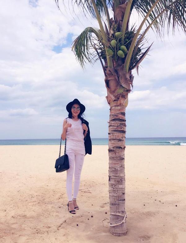"""Khác xa chồng, vợ Quyền Linh là dân chơi"""" hàng hiệu máu mặt - Ảnh 11."""