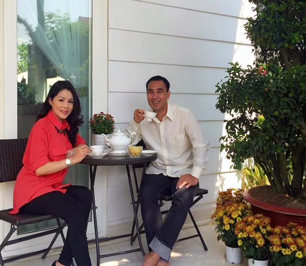 """Khác xa chồng, vợ Quyền Linh là dân chơi"""" hàng hiệu máu mặt - Ảnh 3."""