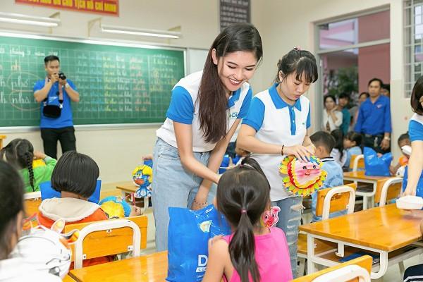 3 cô gái xinh đẹp của Top 3 Hoa hậu Việt Nam 2016 giờ ra sao? - Ảnh 15.