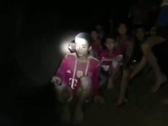 HLV đội bóng Thái Lan có nguy cơ đối mặt với án phạt dù vẫn còn ở trong hang  - Ảnh 1.
