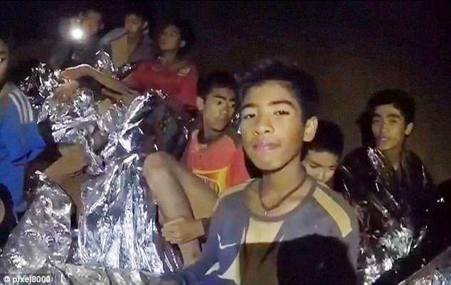 Đội bóng nhí Thái Lan sống sót nhờ thiền định, công đầu thuộc về huấn luyện viên? - Ảnh 1.