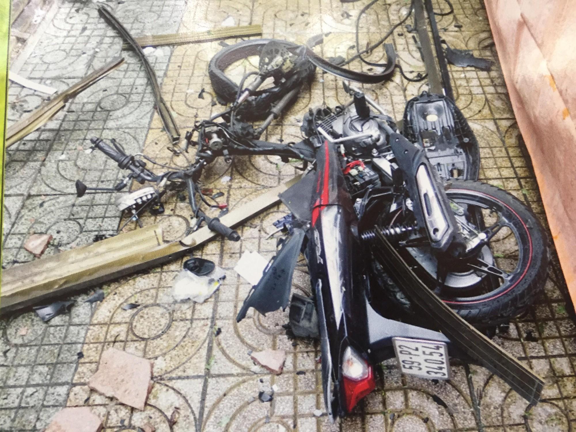 [ẢNH] 10kg thuốc nổ trong nhà của kẻ ném bom vào trụ sở công an phường - Ảnh 3.
