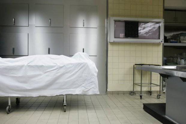 Bị tuyên bố đã chết, người phụ nữ bất ngờ sống lại trong nhà xác - Ảnh 1.
