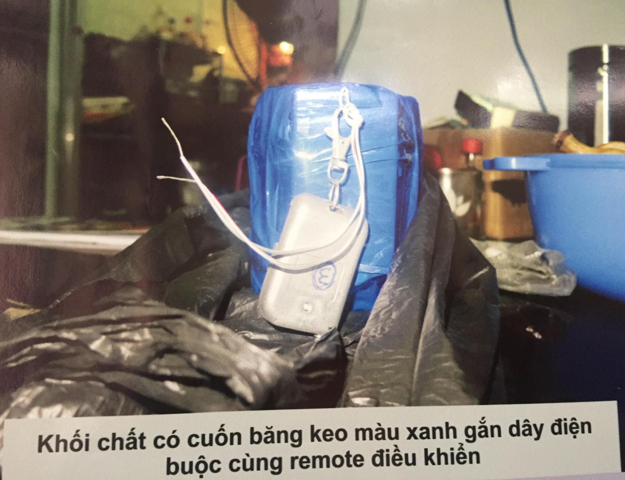 [ẢNH] 10kg thuốc nổ trong nhà của kẻ ném bom vào trụ sở công an phường - Ảnh 9.