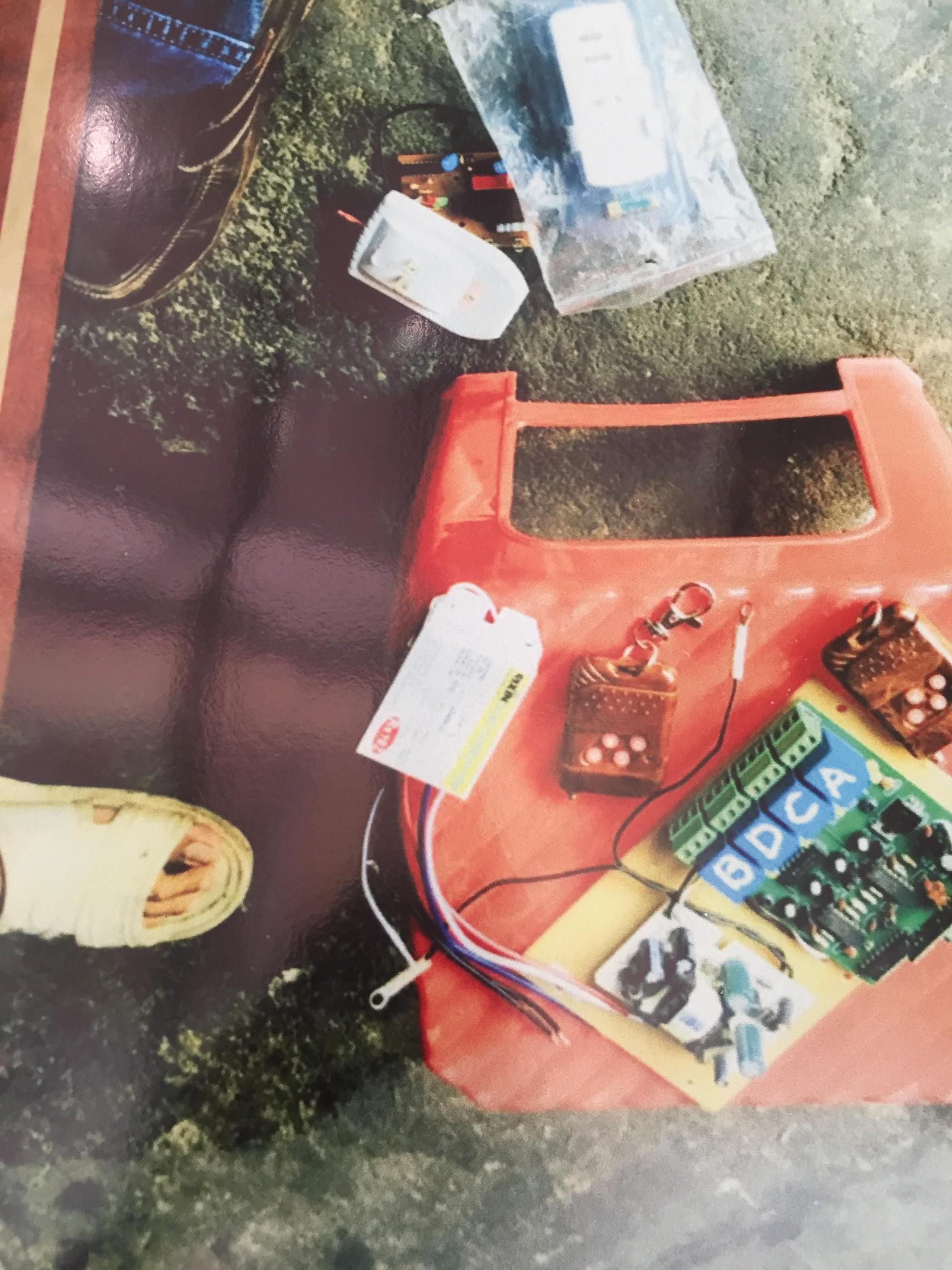 [ẢNH] 10kg thuốc nổ trong nhà của kẻ ném bom vào trụ sở công an phường - Ảnh 11.