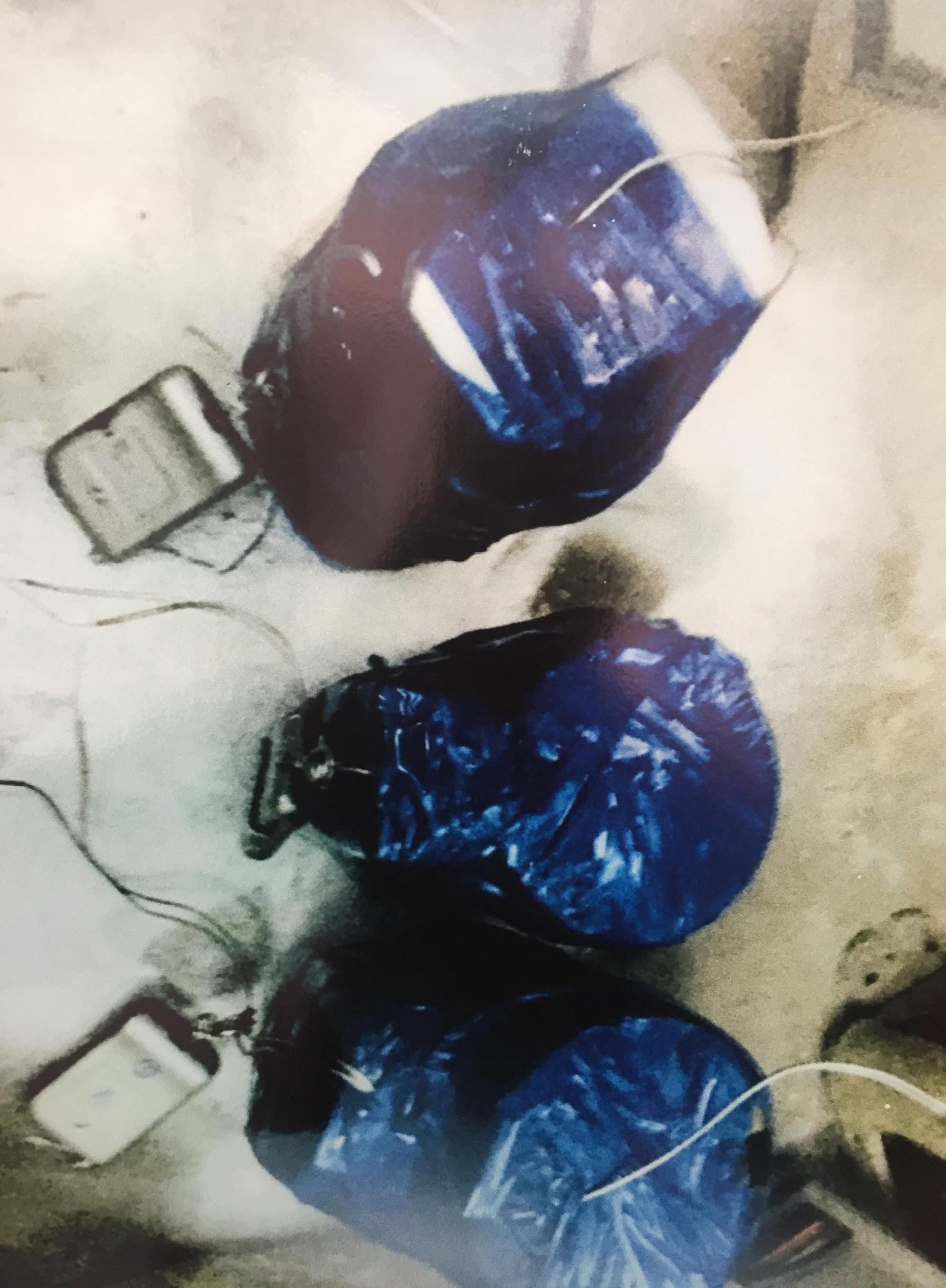 [ẢNH] 10kg thuốc nổ trong nhà của kẻ ném bom vào trụ sở công an phường - Ảnh 13.