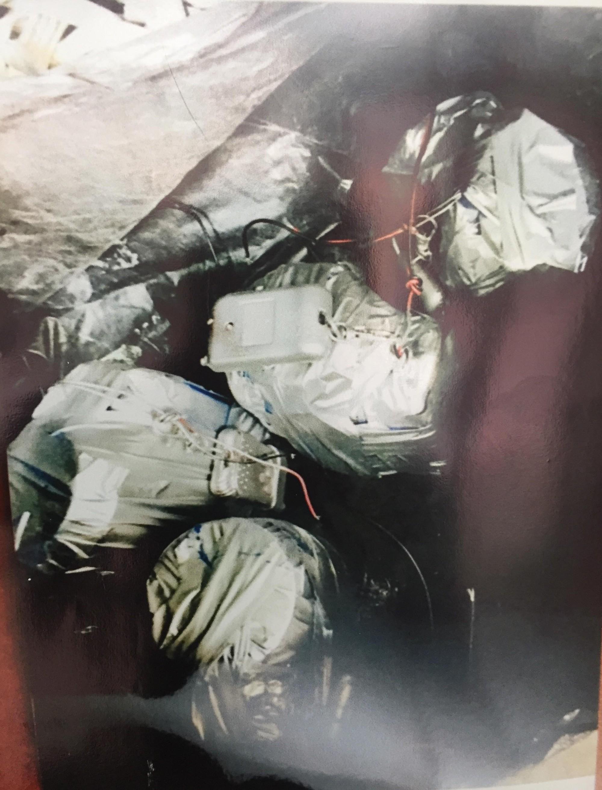 [ẢNH] 10kg thuốc nổ trong nhà của kẻ ném bom vào trụ sở công an phường - Ảnh 14.