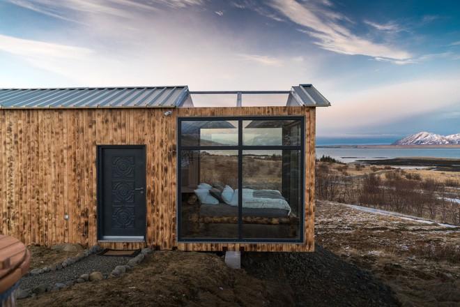 Ngôi nhà với 4 mặt kính ở giữa khung cảnh thiên nhiên tuyệt đẹp, mang đến cho bạn trải nghiệm vô cùng độc đáo và thú vị - Ảnh 1.