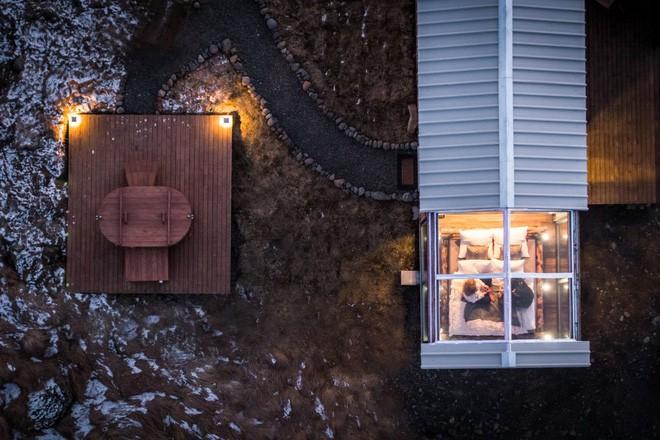 Ngôi nhà với 4 mặt kính ở giữa khung cảnh thiên nhiên tuyệt đẹp, mang đến cho bạn trải nghiệm vô cùng độc đáo và thú vị - Ảnh 2.