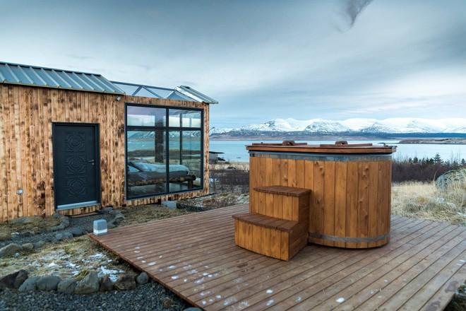 Ngôi nhà với 4 mặt kính ở giữa khung cảnh thiên nhiên tuyệt đẹp, mang đến cho bạn trải nghiệm vô cùng độc đáo và thú vị - Ảnh 3.