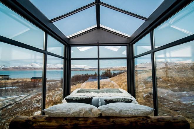 Ngôi nhà với 4 mặt kính ở giữa khung cảnh thiên nhiên tuyệt đẹp, mang đến cho bạn trải nghiệm vô cùng độc đáo và thú vị - Ảnh 4.