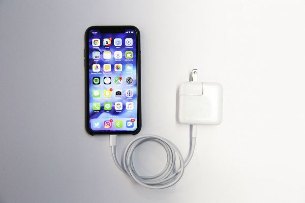 Nhiều iPhone tại Việt Nam dừng sạc ở 80% vì thời tiết quá nóng khiến người dùng hoang mang - Ảnh 1.