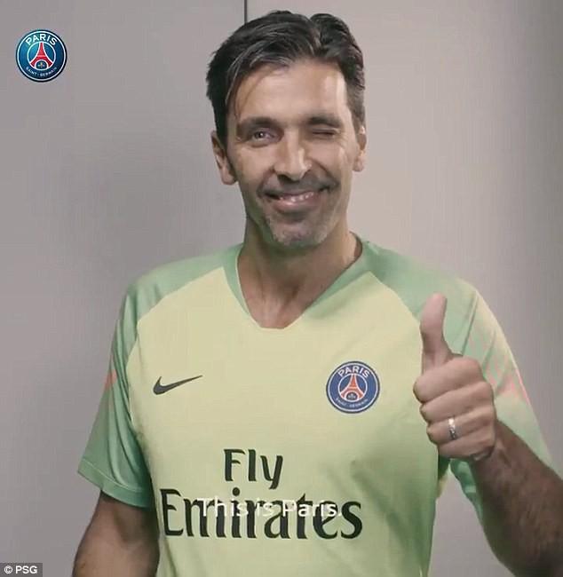 Thủ môn Buffon khoe body chuẩn, đi nghỉ trước ngày gia nhập PSG - Ảnh 5.
