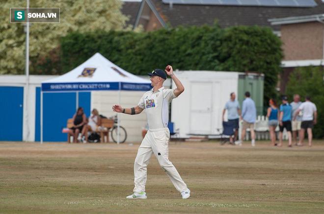 Trong ngày thủ môn Anh tỏa sáng tại World Cup 2018, Joe Hart lặng lẽ đi chơi cricket  - Ảnh 1.