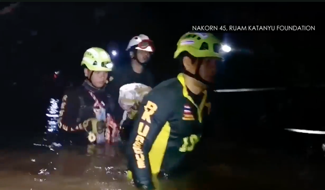 Đội bóng Thái Lan rơi vào tình trạng nguy kịch, Elon Musk yêu cầu SpaceX chế tạo tàu ngầm cỡ trẻ em để phục vụ giải cứu - Ảnh 5.