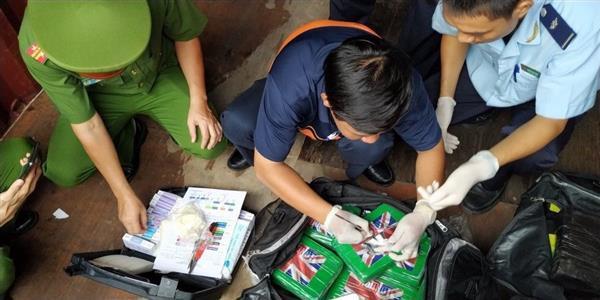 Khởi tố vụ phát hiện 100 bánh cocain trong container phế liệu công ty Pomina 2 - Ảnh 1.
