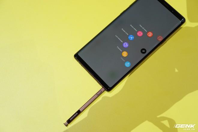 Ảnh thực tế Galaxy Note9 vừa mới ra mắt: Có những gì đỉnh hơn người tiền nhiệm Note8? - Ảnh 18.